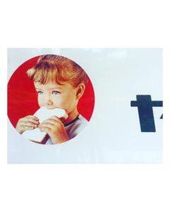 パンを食べている子供。山崎パンのマーク
